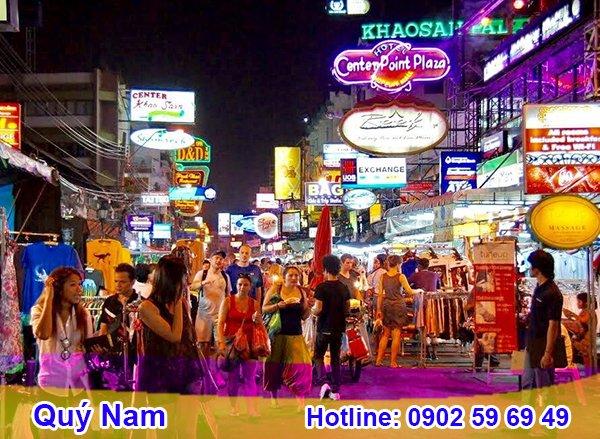 Các phiên chợ đồ Thái hàng kỳ diễn ra