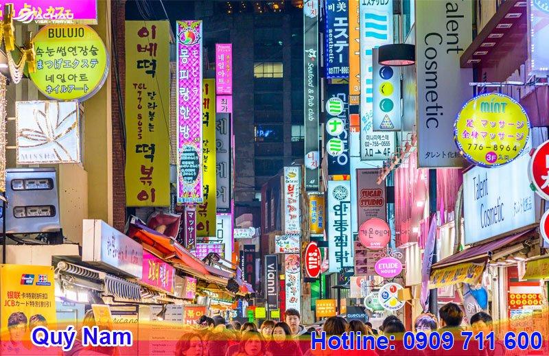 Bạn có thể đến chợ Dongdaemun sầm uất để tìm kiếm nguồn hàng